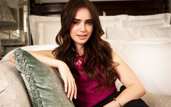 Lily Collins beauty photo HD wallpaper Views:14151