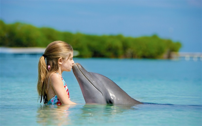 Girl friendship with dolphins-cute HD wallpaper Views:5163
