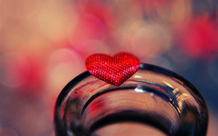 heart glass light-Romantic HD Wallpaper Views:4504