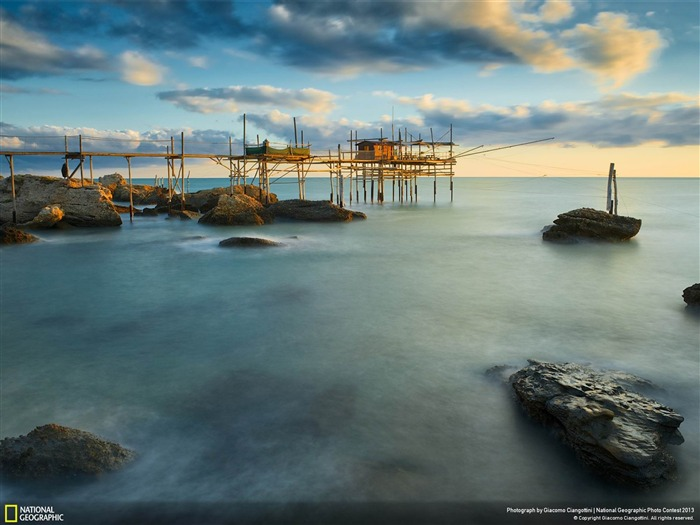A violent sunrise-National Geographic Wallpaper Views:3449