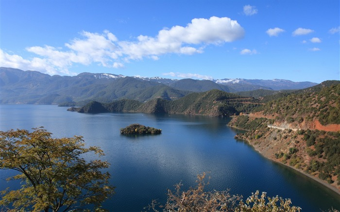 Beautiful China Lugu Lake scenery Wallpaper Views:5817