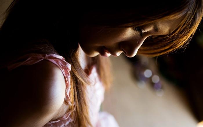 女孩悲伤的心情-美女写真壁纸 预览