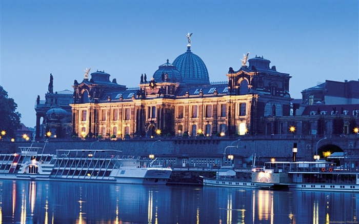 Academy of Fine Arts in Dresden Germany-Windows Theme Wallpaper Views:2295