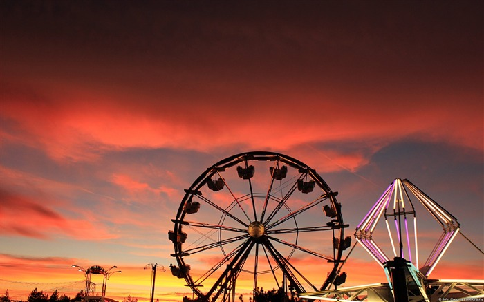 Red sky and ferris wheel-Windows Theme Wallpapers Views:3335