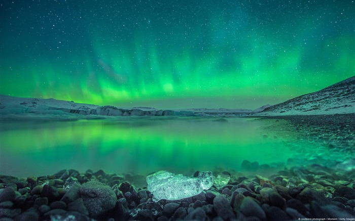 Aurora over Iceland-Windows HD Wallpaper Views:4613