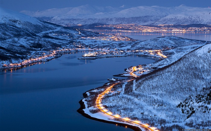 Light Norwegian city of Tromso-Windows Theme Wallpaper Views:3629