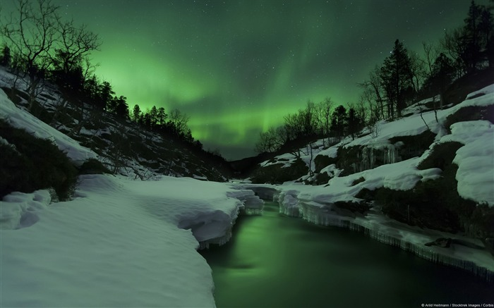Aurora Tennevik River-Windows Theme Wallpaper Views:3023