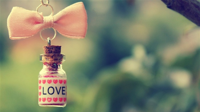 Hanging Love-High quality wallpaper Views:2224