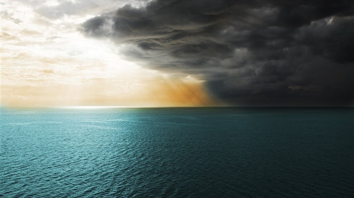 Dark Clouds Over Sea-Scenery HD Wallpapers Views:2407