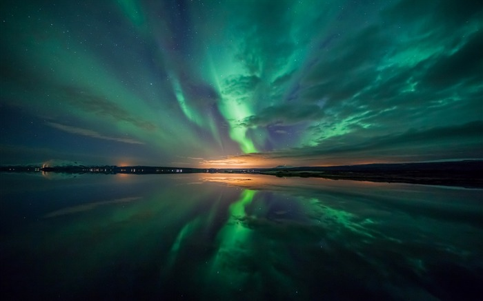 aurora over lake-Scenery HD Wallpapers Views:2775