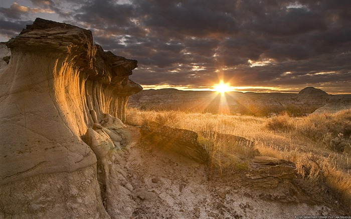 Odd-shaped rock sunset-Windows 10 HD Wallpaper Views:3307