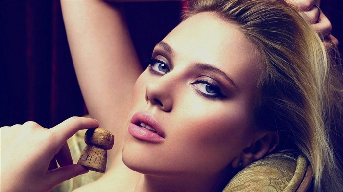 Scarlett Johansson Close Up-photo HD Wallpapers Views:1596