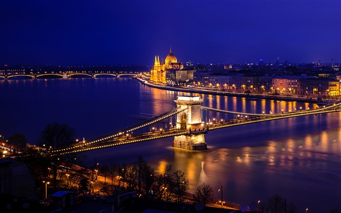 Budapest Chain Bridge plug Cheney-Windows 10 HD Wallpaper Views:15697