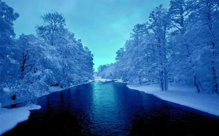 cold blue winter river-Nature wallpaper Views:9564 Date:12/12/2014 11:18:38 PM