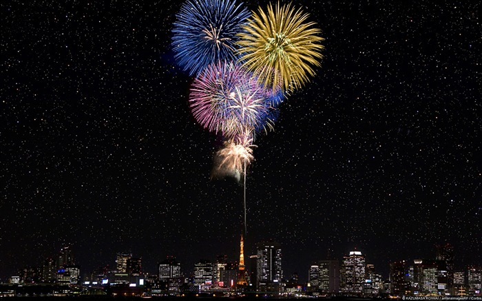 Fireworks over Tokyo Tower-Windows 10 HD Wallpaper Views:4386