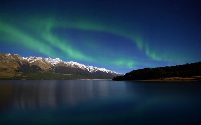 Aurora Over Lake-Landscapes HD Wallpaper Views:2766