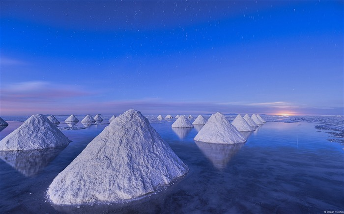 Salt Piles Salar de Uyuni-Windows 10 HD Wallpaper Views:6373