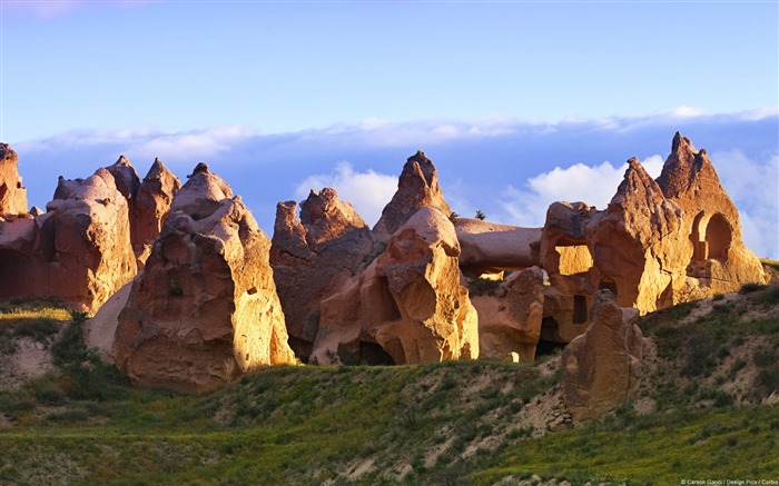 Fairy Chimney Rocks-Windows 10 HD Wallpaper Views:2949