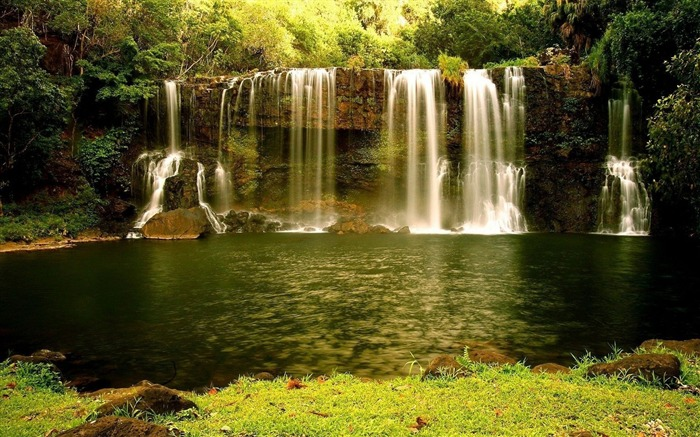 waterfalls green water-Landscape wallpaper Views:1180