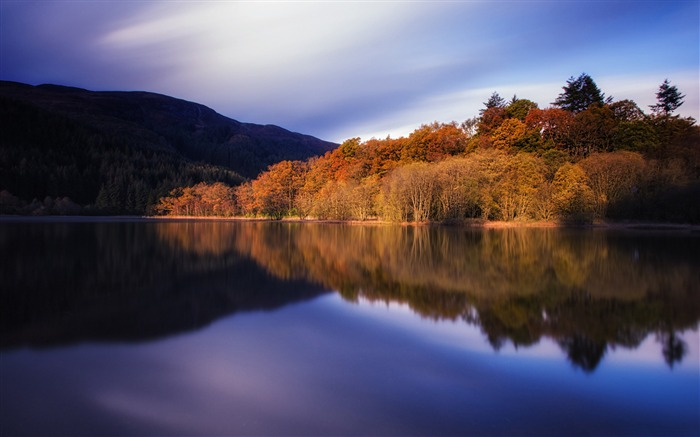 Autumn tranquility lakes-HD Widescreen Wallpaper Views:1846