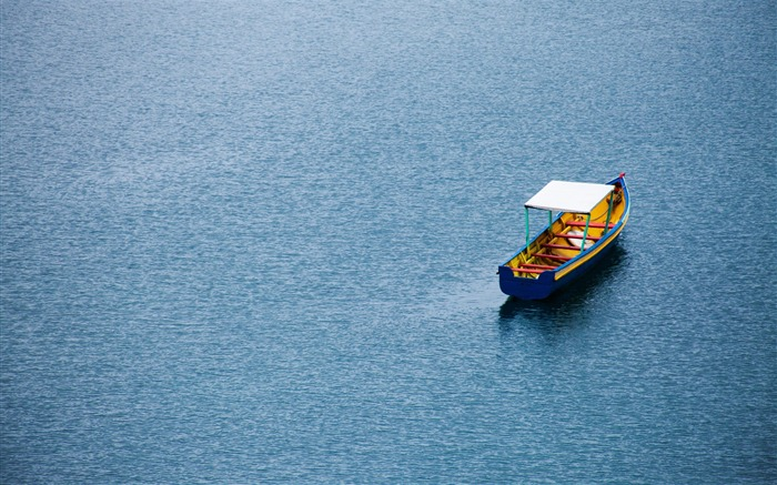 Calm Lake Boat-Nature Photo HD Wallpaper Views:2924