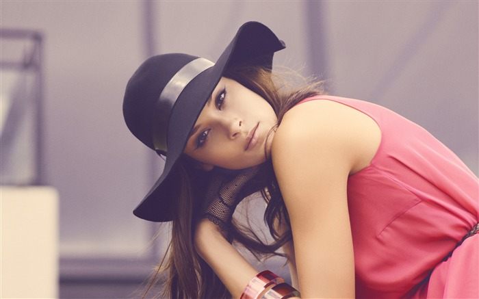 Girl eyes red hat-Photo HD Wallpapers Views:1929