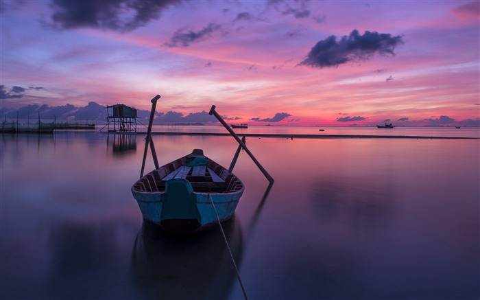 Purple boat at sunrise-Nature Photo HD Wallpaper Views:2593