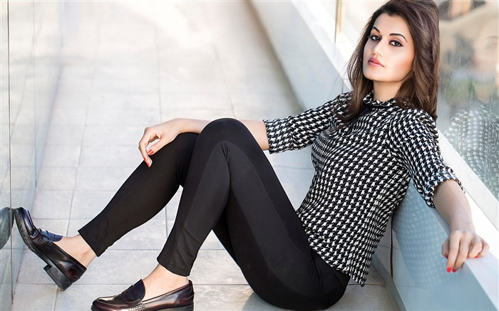 Stylish taapsee pannu-Photo HD Wallpaper Views:1283