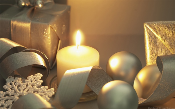 Candles and gifts-Windows 10 HD Wallpaper Views:1534