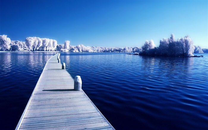Perfect Calm Winter Lakes-High Quality HD Wallpaper Views:5135 Date:1/6/2016 4:28:40 AM