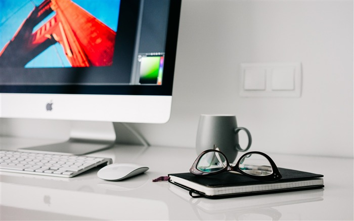 iMac Apple table glasses-Brand theme wallpaper Views:2504