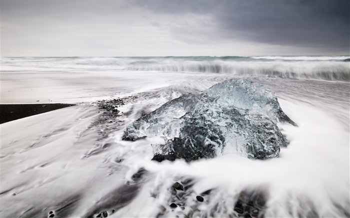 Jokulsarlon beach black lagoon-Nature Photo HD Wallpaper Views:1947