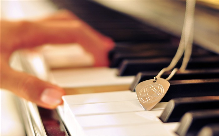 Playing piano music-High Quality Wallpaper Views:1215