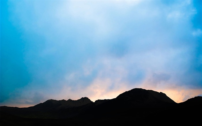 Blue cloud dark mountains-Nature scenery HD Wallpaper Views:1714