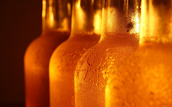 Bottle glass drops beer liquor-Still Life Macro HD Wallpaper Views:1825