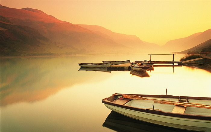 Sunset Lakes vessels-Nature Scenery HD Wallpaper Views:1838