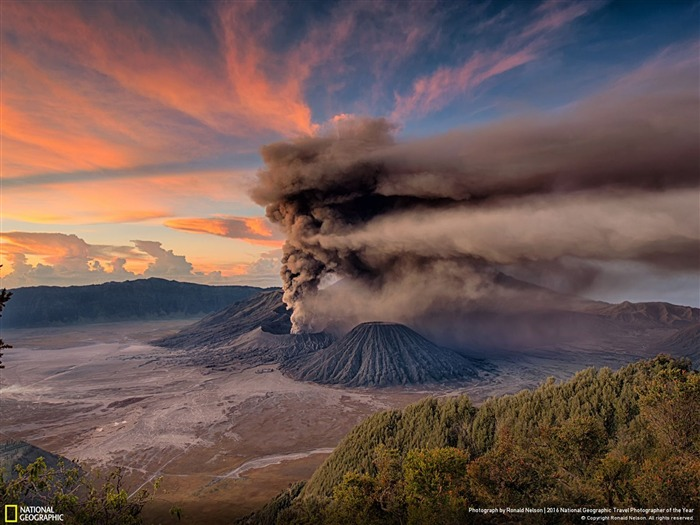 Mt Bromo Sunrise Eruption-2016 National Geographic Wallpaper Views:2578