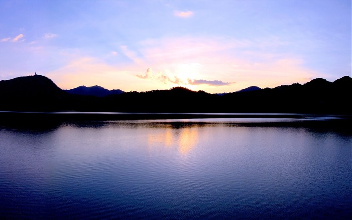 Calm lake sunset silhouette-HD Retina Wallpaper Views:1777