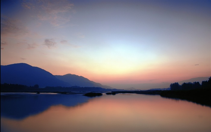 Evening calm lake-HD Retina Wallpaper Views:689
