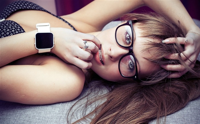 Girl face hair watches-Photo HD Wallpapers Views:1212