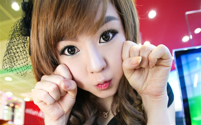 Girl face hand gesture makeup-Photo HD Wallpapers Views:1390