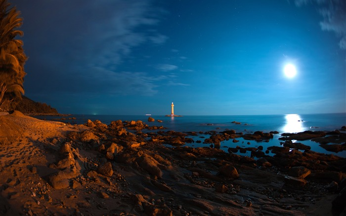 Moonlight Lighthouse-HD Retina Wallpaper Views:1801