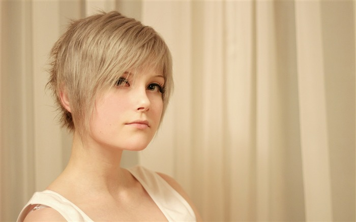 Girl blonde face profile-Beauty poster wallpaper Views:1627