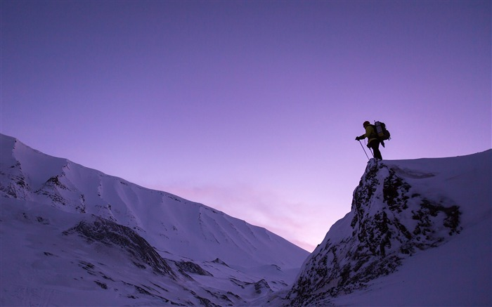 Man standing on snowy mountains-HD Retina Wallpaper Views:1249