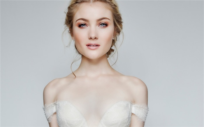 Skyler Samuels Popular Actress-2016 Celebrity HD Wallpaper Views:753