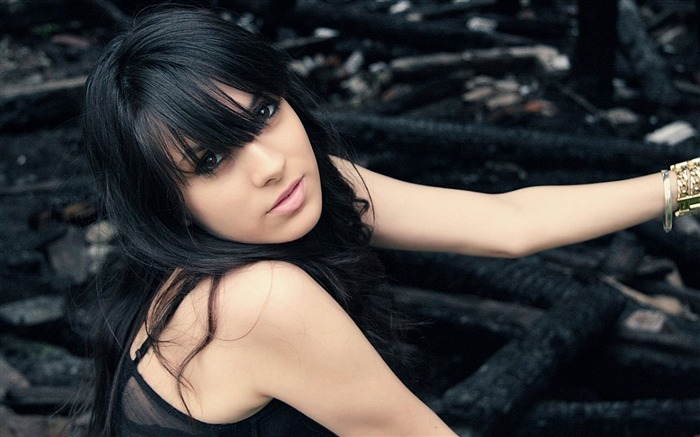 Brunette eyes cute bangs hair 2016-Model Photo Wallpaper Views:2396
