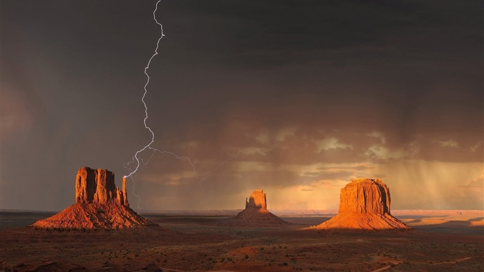 Lightning monument valley-Nature Scenery Wallpaper Views:1471