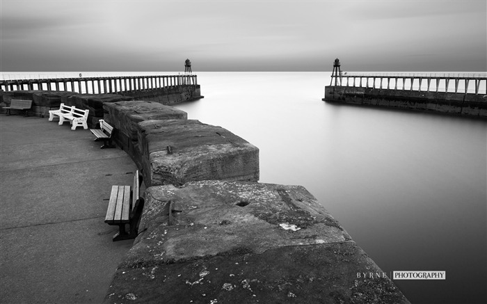 Whitby harbour walls-England travel scenery wallpaper Views:637