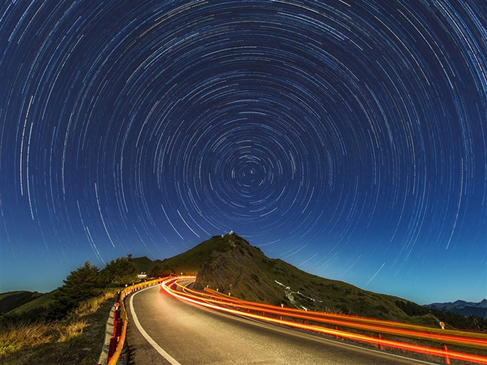 Star trails mountain road-Nature High Quality HD Wallpaper Views:4136 Date:12/10/2016 10:33:04 PM