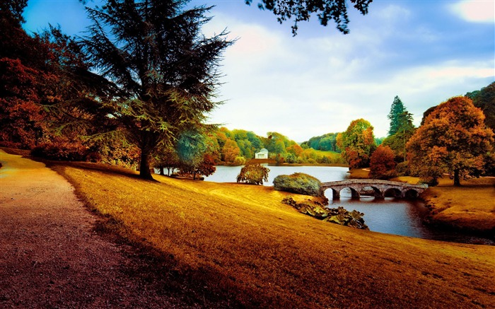 Stourhead in the autumn-Nature High Quality HD Wallpaper Views:5235 Date:12/10/2016 10:34:48 PM
